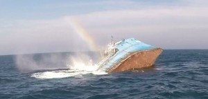 The Shearwater sinks to becomes a new artificial reef in the Delaware River